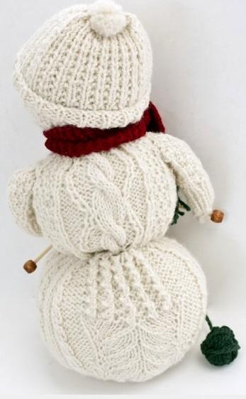 Sněhulák pletoucí šálu